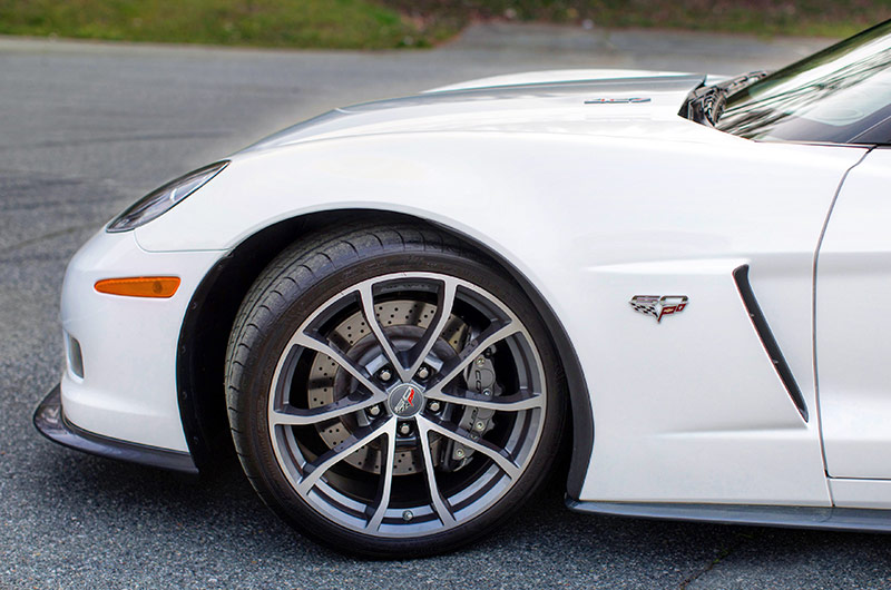 Jeff Gordon Corvette 19-inch front wheels and Michelin tires